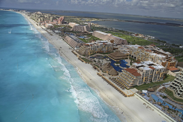 Another view of the long beach in Cancun;