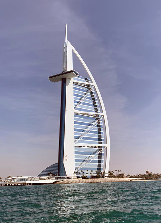 Burj al arab in dubai the world 39 s only 7 star hotel for The seven star hotel in dubai