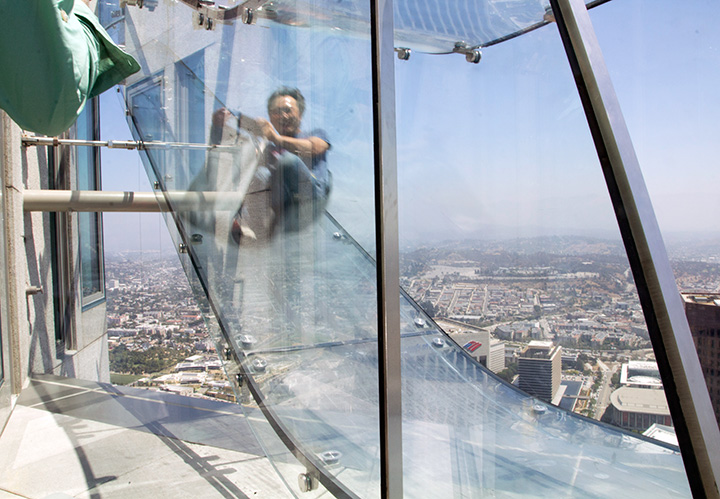 Us Bank Slide >> Transparent Skyslide Drops From 70th Floor To 69th Floor Of U S