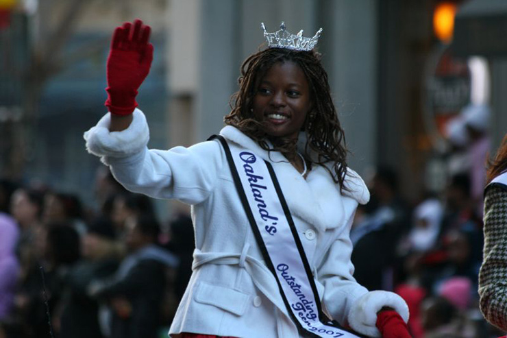 Miss Teen Oakland beautifying a holiday parade