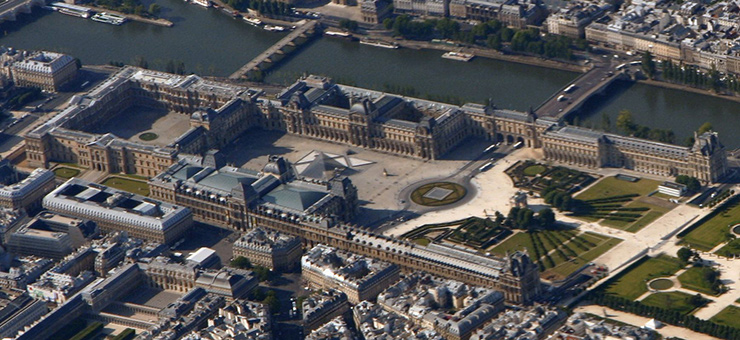 Musee Louvre, located on the Right Bank of the River Seine, began as the palace of a 12th Century king