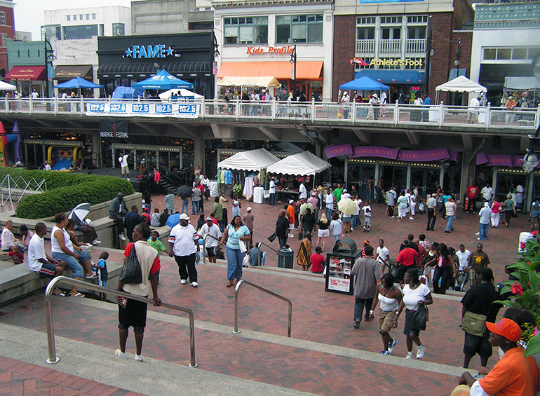 Underground Atlanta at 50 Central Avenue SW owes its popularity to smart adaptive re-use of a National Historic Landmark, a MARTA rapid transit station and the entrepreneurial spirit of merchants